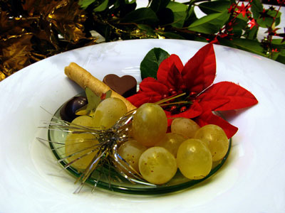 12 green grapes